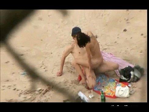 Sex on the beach voyeur